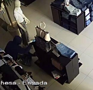 [VIDEO] Delincuentes robaban ropa y la lucían en Internet