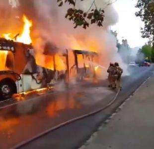 Micro del Transantiago se quemó en Las Condes