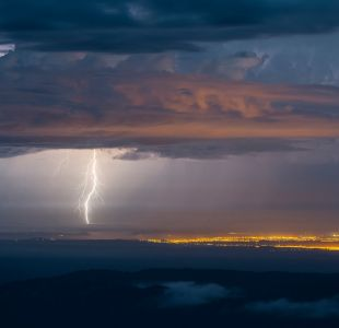 Meteorología emite alertas por lluvias y tormentas eléctricas en el norte de Chile