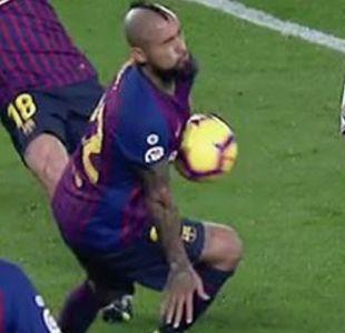 Hinchas apoyaron a Arturo Vidal tras su sacrificada actuación