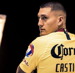 [FOTOS] Le tiraron billetes: Así recibieron a Nicolás Castillo para enfrentar a su ex equipo