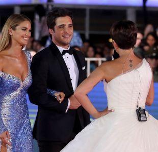 [FOTOS] Diego Boneta sorprende con tierno gesto hacia Mayte Rodriguez en la Gala de Viña
