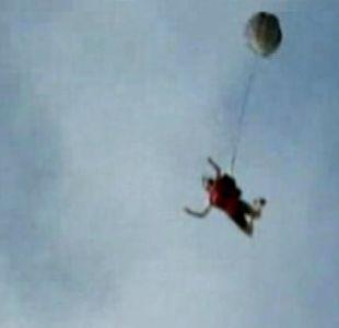 [VIDEO] Salta desde un risco, su paracaida no abre y todo queda grabado