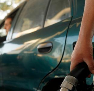 Precios de los combustibles bajarán desde este jueves