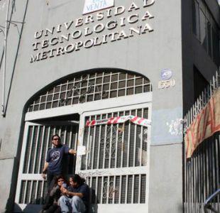 Carabineros detiene a 43 personas en desalojo de casa central de la UTEM