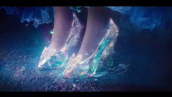 """[VIDEO] Este es el trailer oficial de la nueva película sobre """"La Cenicienta"""""""