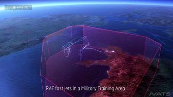 [VIDEO] Así se ven los vuelos que pasan durante un día sobre Inglaterra, Europa, EE.UU. y Oriente