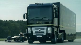 [VIDEO] Logran récord mundial al hacer saltar un camión sobre un auto de Fórmula 1