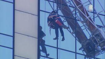 [VIDEO] Así fue el rescate a los trabajadores de Crowne Plaza