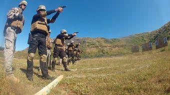 [VIDEO] El entrenamiento militar de los guardias del aeropuerto de Santiago