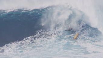 [VIDEO] Esta es la impresionante caída de un surfista en las olas de Maui