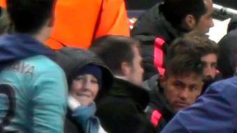 [VIDEO] Neymar no aguantó burlas y encaró hincha del City