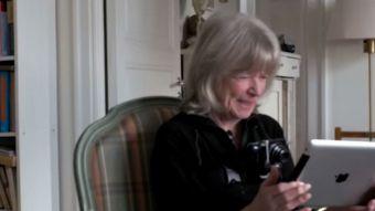 [VIDEO] Mujer de 82 años usa por primera vez Internet