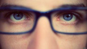Así ven los miopes: Artista crea pinturas representando cómo ven los cortos de vista