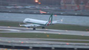 [VIDEO] Piloto aborta aterrizaje por culpa de un violento viento cruzado