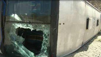 [VIDEO] Así quedó el bus del cuadro de Huracán tras sufrir volcamiento en Venezuela