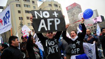 A esta hora se realiza masiva marcha contra las AFP en todo el país