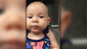 [VIDEO] El emocionante momento en que una bebé sorda escucha por primera vez a su madre