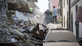Las imágenes del antes y el después de las calles y edificios golpeados por el terremoto en Italia
