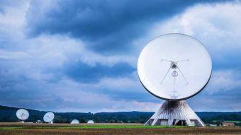 """Radiotelescopio capta """"potente señal"""" desde una estrella a 95 años luz"""