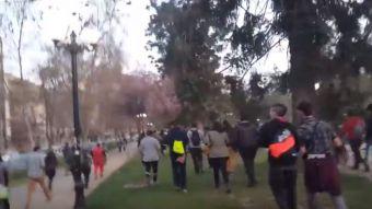 [VIDEO] ¿Un Dragonite? Fanáticos corrieron por Plaza Italia tras aparición de un extraño pokémon