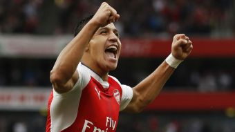 Alexis anota un golazo y es ovacionado en contundente triunfo de Arsenal sobre Chelsea
