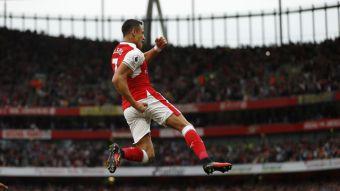 """Leyenda del Arsenal llena de elogios a Alexis Sánchez: """"El chileno crea pánico en las defensas"""""""