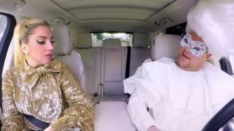 [VIDEO] James Corden sube a Lady Gaga al Carpool karaoke y se disfraza con sus mejores looks