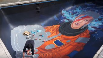 [VIDEO] Artista transforma el fondo de una piscina en un retrato de David Bowie