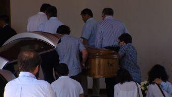 Familiares y amigos despiden a los jovenes fallecidos en el cerro Provincia