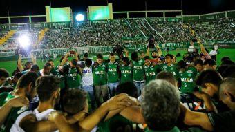 [VIDEO] Hinchas de Chapecoense se reúnen para despedir a sus jugadores