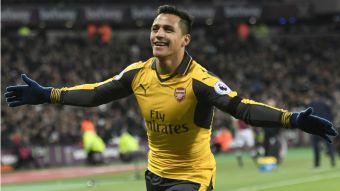 [VIDEO] Se llevó la pelota para la casa: Alexis marca un triplete en goleada de Arsenal