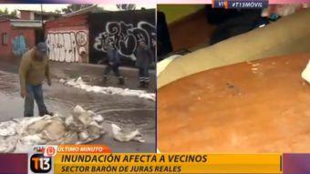 Fuertes lluvia en la región Metropolitana afecta a vecinos de la comuna de Conchalí.