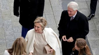 [VIDEO] Hillary Clinton llega entre aplausos a la inauguración de Trump
