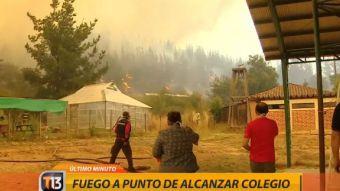 [VIDEO] Fuego amenaza por alcanzar a establecimiento educacional en Empedrado