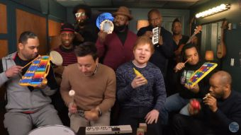 [VIDEO] Jimmy Fallon y The Roots se unen a Ed Sheeran para tocar con instrumentos de juguete