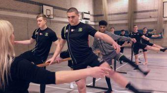 Los rudos jugadores de rugby que se entrenan con clases de ballet