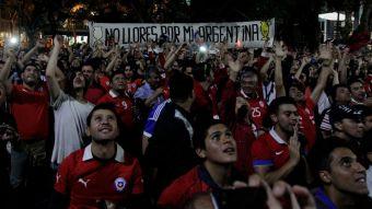 [VIDEO] Buenos Aires se tiñe de rojo: así fue el masivo banderazo a la selección chilena