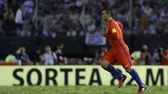 [VIDEO] Esteban Paredes se alista para ser el hombre gol de Chile ante Venezuela