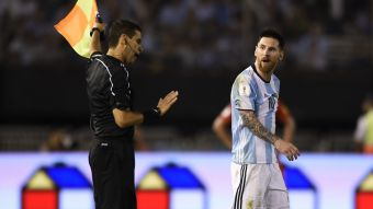 Mano dura en la FIFA: Lionel Messi es sancionado con 4 fechas por insultos a árbitros