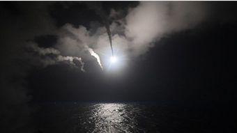 [FOTOS] Estados Unidos lanza misiles contra base aérea en Siria