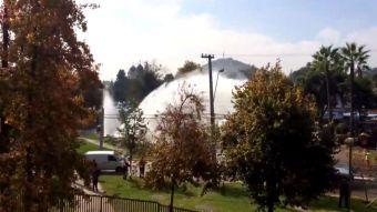 [VIDEO] Rotura de matriz en Las Condes provoca daños en casas y alumbrado público
