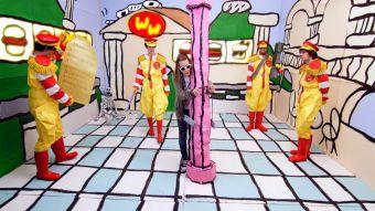 Macaulay Culkin se convierte en Kurt Cobain en el nuevo video de Father John Misty