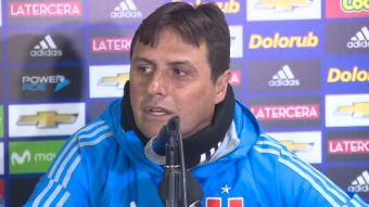 [VIDEO] Técnico Guillermo Hoyos puso calma ante temblor en medio de la conferencia de la U