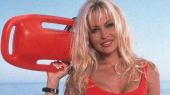 """Pamela Anderson en la época de """"Guardianes de la bahía"""""""