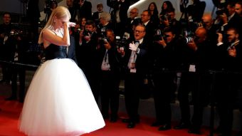 Nicole Kidman emocionada hasta las lágrimas en la alfombra roja de Cannes.