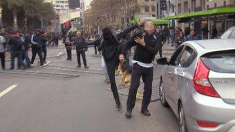 [VIDEO] Agreden a un hombre durante una marcha estudiantil