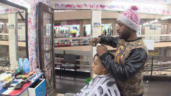 [VIDEO] La batalla de las peluquerías se toma Santiago ante la llegada de inmigrantes