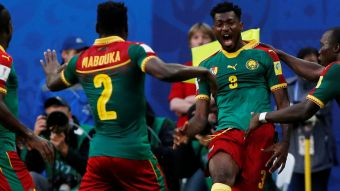 [VIDEO] Dubitativa salida del arquero de Australia permite el 1-0 para Camerún