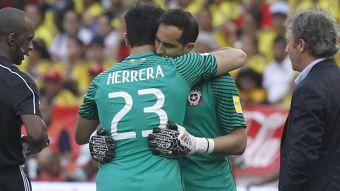 [VIDEO] ¿Herrera o Bravo? La decisión que deberá tomar Pizzi para enfrentar a Australia